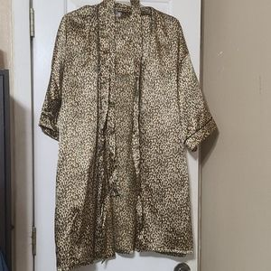 Other - Robe 100% polyester